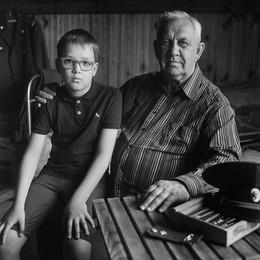 Валерий (портрет с внуком) / Лужесно, 2017