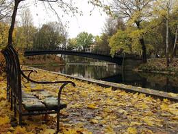 Осень постучалась в двери / старое фото старого места