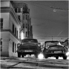 """Ночное рандеву на Чкаловском / a75 ...глубокая ночь.... так случилось, что пришлось сбегать за """"второй"""",уж больно была душевная беседа.На обратном пути увидел и зачаровался, остановился ровно на 10 сек(время выдержки)..."""