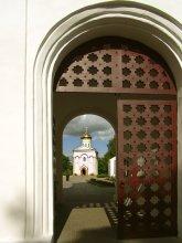 За монастырской стеной / в Полоцке