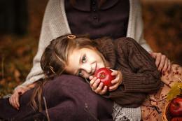 Осеняя сказка / Прекрасная семейная фотосессия мамы и дочки