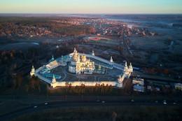 Без названия / Осеннее утро. Новоиерусалимский монастырь на рассвете.