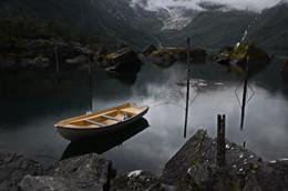 Уж полночь близится, а её всё нет и нет... / Самое живописное озеро в Норвегии...