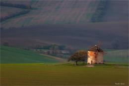 Ветряк. / Ветрянная мельница в живописном месте Кунковице(Южная Моравия,Чехия)