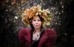 Без названия / девушка в венке из осенних листьев