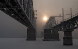 Там за туманами. / Железнодорожный мост через Енисей в Красноярске, снято в мороз -35. Из за парящей воды и тумана мост словно отрезан от мира и живет сам по себе..