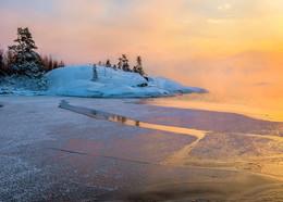 Композиция из острова и льда / Карелия. Ладожское озеро. Конец января, 2018 год. Из фототура «Зимняя Ладога».