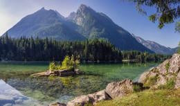 У подножья горы... / У подножья горы Хохкальтер расположено озеро Хинтерзее, с которым вы уже знакомы. Альпы, Верхняя Бавария.  http://www.youtube.com/watch?v=EewwQR3XrmE