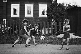 футбол на дороге / дети Вишнёвой улицы