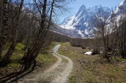 Без названия / Домбай, конец апреля. Путь в сторону Чучхурских водопадов.