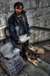 Бомжовая история. / 22.05.2018. Курский вокзал. Он и собака.