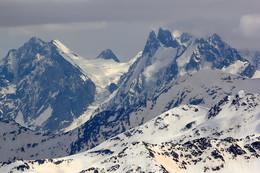 / Горные вершины Большого Кавказа, вид с высоты 3500. Окрестности Эльбруса.