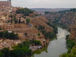 река край града / река край град