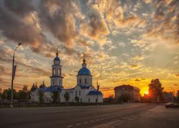 Малоярославец / Город был основан в конце XIV века князем Владимиром Андреевичем Серпуховским (Храбрым), который назвал его в честь своего четвёртого сына Ярославлем. Ярославль боровский — Ярославец. Первое письменное упоминание относится к 1402 году; в 2002 году город отпраздновал 600-летие. После присоединения города к Московскому княжеству в 1485 году был переименован в Малоярославец