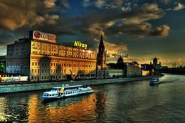 Про LG, Nikon и два прогулочных кораблика / Москва 2006 год.