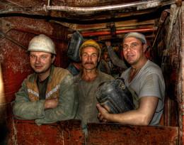 Метростроевцы / Этих трех мужиков я сфотографировал в 2006 году, когда снимал репортаж про строительство станции метро Трубная