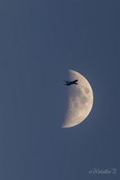 Лунный рейс / НЕ Photoshop! Поехала фотографировать самолеты, но так совпало)