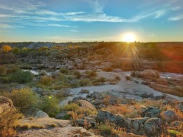 Позолоченный сезон / Место известное, как Токовский водопад, хотя это на самом деле пороги. Всё же это одно из живописнейших мест на реке Каменка (Апостоловский р-н, Украина.)
