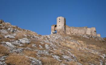 / Крепость Енисала в Румынии