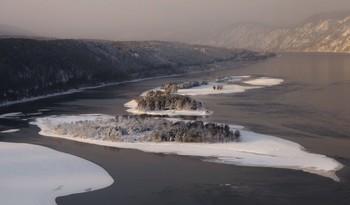 Островки. / Зима на Енисее.