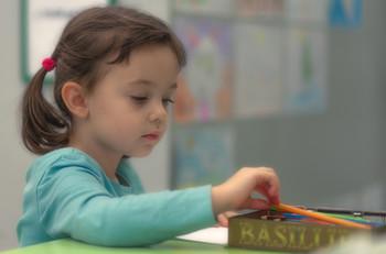 Девочка и карандаши / дети