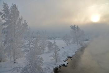 Солнечный проблеск / В морозный день на берегу никогда незамерзающего Енисея на острове Татышев в Красноярске