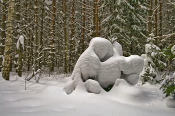 СНЕЖНЫЕ ЗАРИСОВКИ В ЛЕСУ / Снежные сугробы в лесу. Кто что видит в этих сугробах?