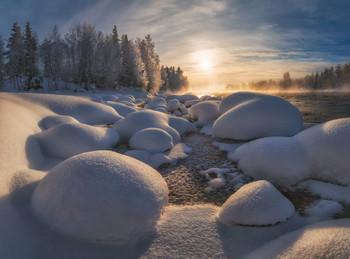 Рождественские зефирки. / Зимой на берегах северных рек всегда можно отыскать удивительные фактуры. А если еще удастся застать мороз, то река начинает парить, а деревья вокруг обрастают толстым слоем инея, создавая сказочную картину. Полярнозоринский район, Кольский полуостров. Фототур по Кольскому полуострову в ноябре 2019г.: http://photogeographic.ru/kola-1119/