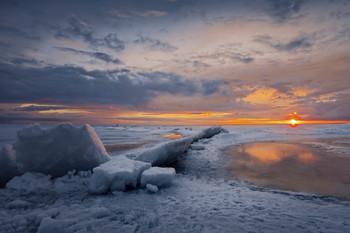 Тает лёд. / Финский залив весной.
