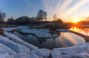 Рассветная магия. / Московская область, деревня Козлаки, река Сестра. 13 Апреля 2019 год.