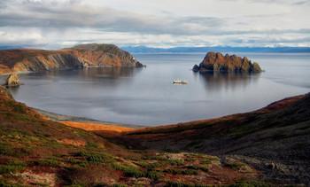 дикая бухта / Северо-восточный берег Охотского моря, осень.....дикие места