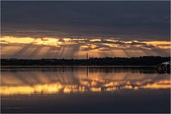 Солнечный занавес / 7 мая, 5:55 утра, коса, разлив Днепра