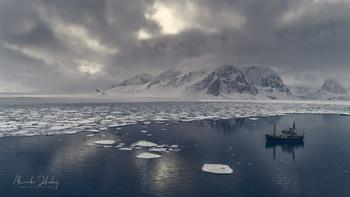 Над арктическими водами / Аэросъемка.