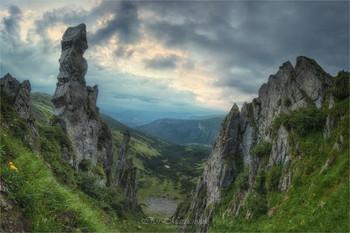 В горах Украины / Так оставьте ненужные споры!  Я себе уже все доказал -  Лучше гор могут быть только горы,  На которых еще не бывал. (В.С. Высоцкий)
