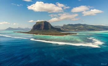 Водные процедуры / панорама из 2 горизонтальных фотографий, остров Маврикий