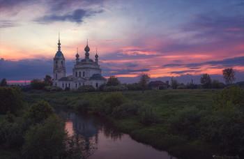 Загорелось... / Рождественская церковь на р.Устье. Савинское. Ярославская обл.