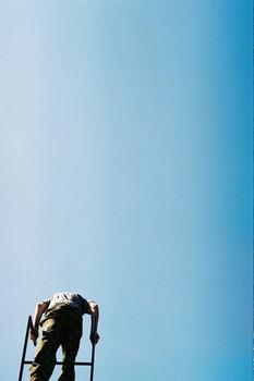 Лестица Иакова / И увидел во сне: вот, лестница стоит на земле, а верх её касается неба; и вот, Ангелы Божии восходят и нисходят по ней. И вот, Господь стоит на ней и говорит: Я Господь, Бог Авраама, отца твоего, и Бог Исаака. Землю, на которой ты лежишь, Я дам тебе и потомству твоему; и будет потомство твое, как песок земной; и распространишься к морю и к востоку, и к северу и к полудню; и благословятся в тебе и в семени твоем все племена земные; и вот Я с тобою, и сохраню тебя везде, куда ты ни пойдешь; и возвращу тебя в сию землю, ибо Я не оставлю тебя, доколе не исполню того, что Я сказал тебе. Иаков пробудился от сна своего и сказал: истинно Господь присутствует на месте сем; а я не знал!  Быт 28:12-16