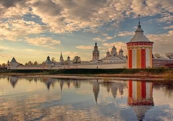 Спасо-Прилуцкий Димитриев монастырь / Спа́со-Прилу́цкий Димитриев монасты́рь — православный монастырь, основанный в 1371 году в излучине реки Вологды учеником Сергия Радонежского святым Димитрием Прилуцким.