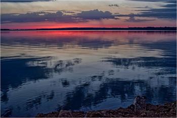 Утро встречается с ночью / Снято с правого берега Днепра
