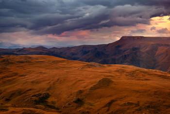 Марсианские хроники или закат в горах КЧР / Неподалеку от плато Бермамыт