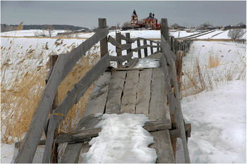 300 деревянных метров... / Этот мост, длинною в 300 метров, соединял две деревни - Губерлю и Острова. Сейчас, как мне сказали, он сгнил...
