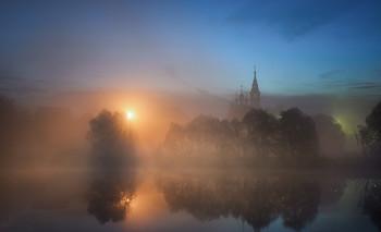 Дыхание утра / Подмосковье, вид на Успенскую церковь в деревне Валищево