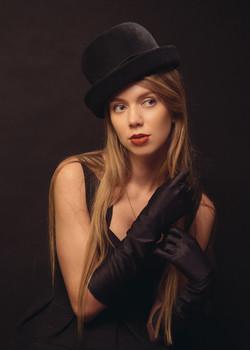 Девушка в шляпке /