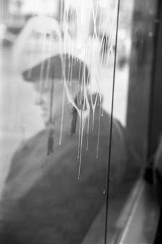 """Притча / ГДЕ ВЫ БЫЛИ, ТОВАРИЩ ХРУЩЕВ?  Когда Хрущев выступал со своей знаменитой речью о преступлениях Сталина, кто-то выкрикнул из зала: «Где же вы были, товарищ Хрущев, когда убивали ни в чем не повинных людей?»  Хрущев запнулся, молча осмотрел зал и сказал: — Кто это сказал, встаньте! В зале воцарилась мертвая тишина. Никто не встал. — Что, страшно? — спросил Хрущев. — Так вот, мне тоже было страшно.  Притча: """"The Song of the Bird"""", Антонио де Мелло Фото: Минск 2019"""