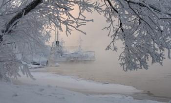 В снежной рамочке. / Корабли в мороз на Енисее.