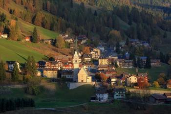 4:35 ПОПОЛУДНИ / Альпийская деревушка Val Fiorentina в Италии,осень 2019.