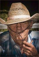 В свободное время Он делает дудочки... / Найдите семь отличий с предыдущим портретом. Правильный ответ вечером...