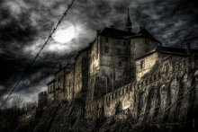 CASTLE / Замок Штенберк в Чехии. Интересный замок - в нем до сих пор живет граф и иногда выходит посмотреть на гостей типа нас. Он конечно не такой мрачный, но мне он привидился именно так