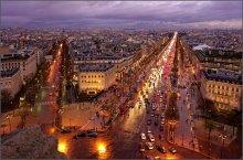 Сиреневый  Париж / В  течении всего дня моросил дождь.Но вечером выдалась небольшая пауза и удалось сделать несколько кадров сверху.Такой оттенок был везде.
