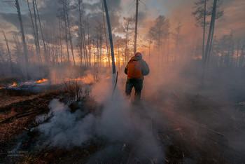 Не жгите сухую траву! / Авиалесоохрана тушит самые сложные лесные пожары в России.